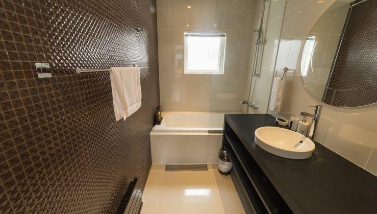 Hangetsu Bathroom
