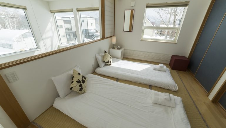 Hirafu House Hh01 Bedroom Winter2