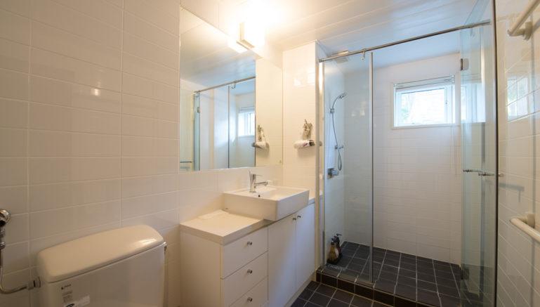 Kashi Lodge Kl02 Main Bathroom