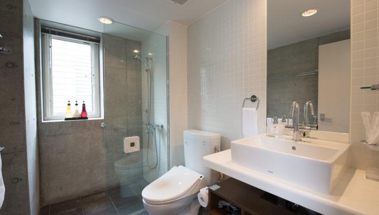 Konkuriito L Konl Bathroom