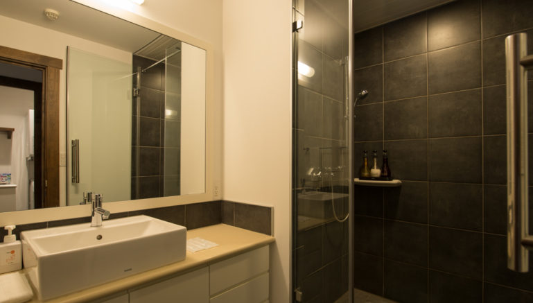 Miyuki My01 Bathroom