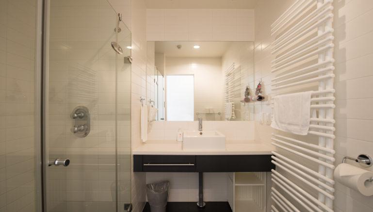 Powder Tracks Pt06B Bathroom 2