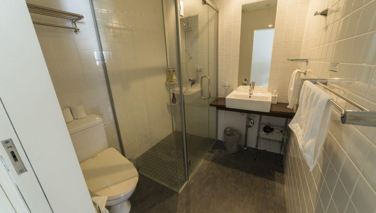 Youtei Tracks Studio Bathroom Winter