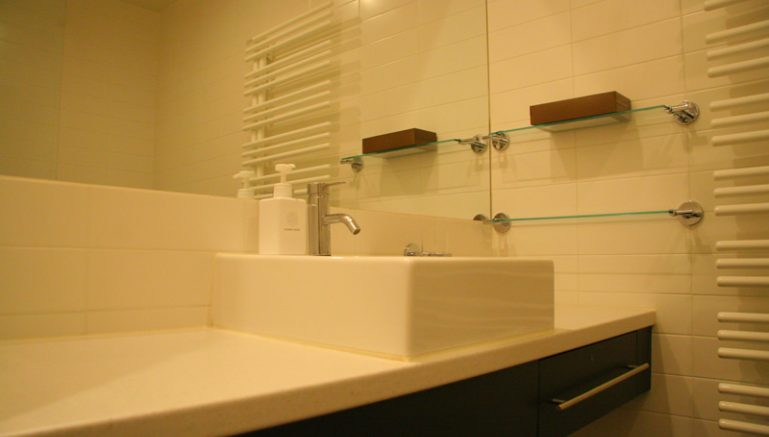 powder-tracks-02a-bathroom-vanity