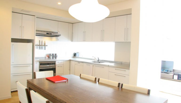 yama-shizen-e303a-dining-kitchen