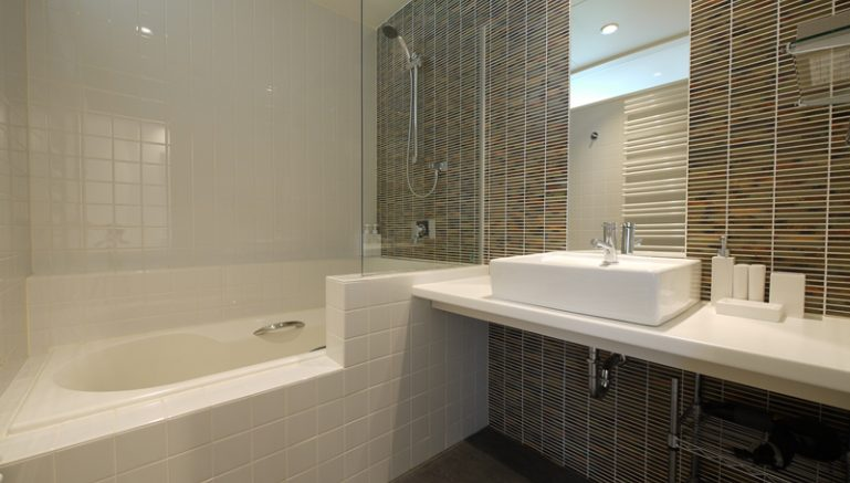 youtei-tracks-303-bathroom-3-1