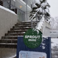 2015-12-18-Mini-sprout-opening-day-youtei-tracks-outside-sign