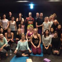 powder-yoga-2015-2016-night-group