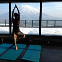 powder-yoga-2015-2016-youtei-morning-salutations