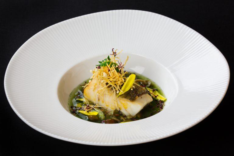 An Dining fish