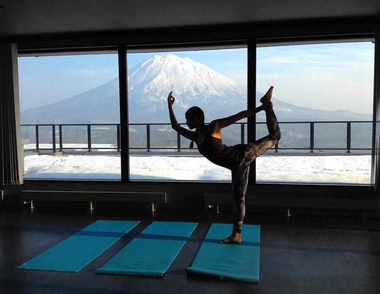 powder-yoga-2015-2016-youtei-morning-pose