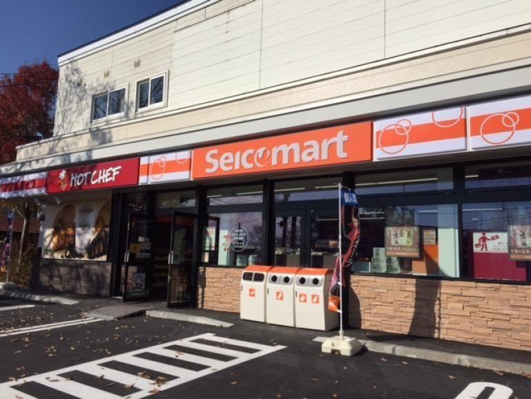 seicomart-storefront-outside-autumn