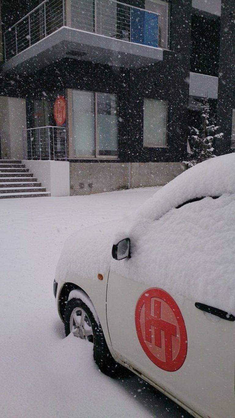 front desk snow 3